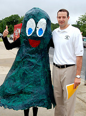 Vice Principal Evan Bishop stops for a picture with Hank the Hiller before school on Friday June 11th. Photo by hhspress staff