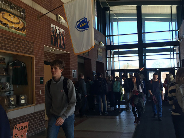 Seniors gather at the booth to sign out for last block study. Photo by Sarah Fromer.
