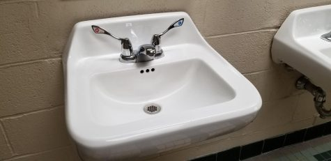 A proper sink with a hot and cold knob